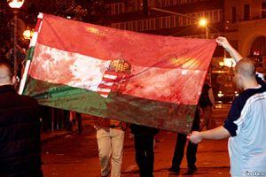 Véres nemzeti trikolor 2006. október 23-án