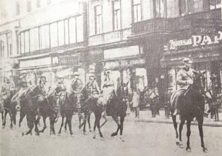 Román lovasság Budapest utcáin 1919-ben