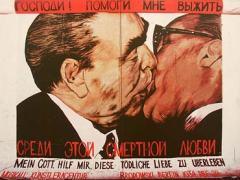 Brezsnyev és Honecker melegen üdvözlik egymást