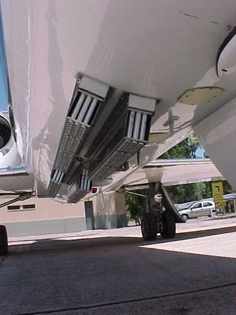 Ezek a csövek a repülőgép alaptartozékai lehetnek?