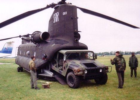 NATO_Express_97_Chinook_rakodás