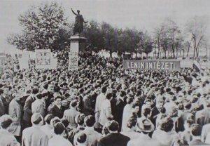Petofi szobornal 1956