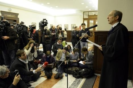 Wellmann György kollégiumvezető tájékoztatót tart a Kúria ülése után. (Fotó: MTI / Kovács Tamás)