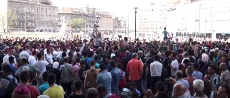 Tüntetés a keletinél kedden reggel