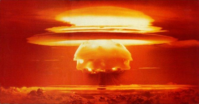 """Paul Craig Roberts: """"Washington atomtámadást tervez Oroszország és Kína ellen"""""""