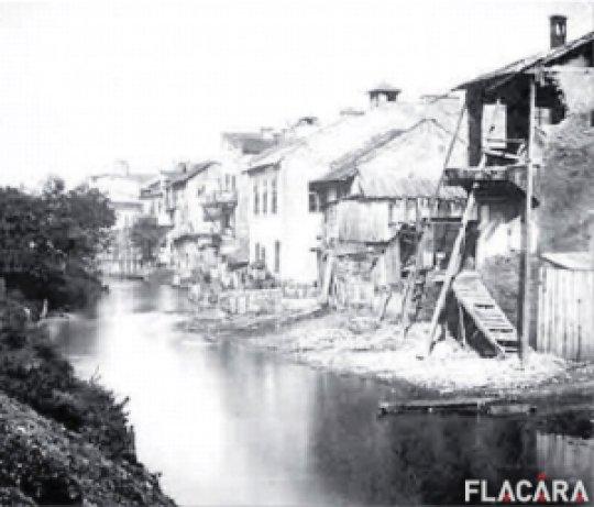 A bukaresti folyó, a Dimbovica (fonetikusan) állapota mielőtt Erdély kirablását elkezdték volna.