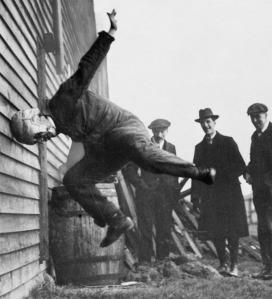 Politikusaink nem ostobák, de fejjel mennek a falnak! Nem helyből, hanem nekifutásból, dobbantással.