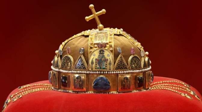 38 éve tért haza a Szent Korona!
