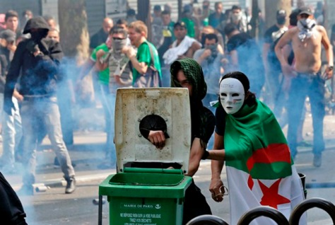 Pro-Palestinian protesters face police during a demonstration against violence in the Gaza strip, which had been banned by police, in Paris, July 19, 2014. Pro-Palestinian protesters clashed with police in Paris on Saturday as they defied a ban on a planned rally against violence in the Gaza strip. REUTERS/Philippe Wojazer (FRANCE - Tags: CIVIL UNREST POLITICS CONFLICT TPX IMAGES OF THE DAY) - RTR3ZCNZ
