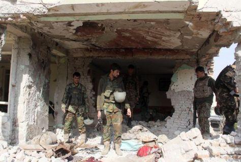 Afganisztán Dzsalálábád, egy időben -2016 jan. 13.-án- más öngyilkos bomba-merénylőkkel, a DAESH megtámadja a pakisztáni missziót