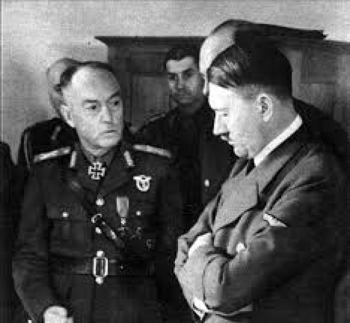A román Antonescu, a Führerrel. Hitler jobban becsülte Antonescu-t, mint Horthy-t és a románokat, mint a magyarokat. Rá is fázott erre a tévedésére!