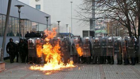 Így kezdődik a tüntetés Pristinában