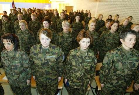 Az egyenjogúság ezt is jelenti: nők a svájci hadseregben.