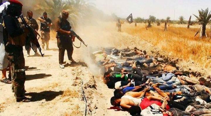 Az IÁ harcosai kivégeznek buzit, keresztényt, menekülőt. Nincs hadifogság!