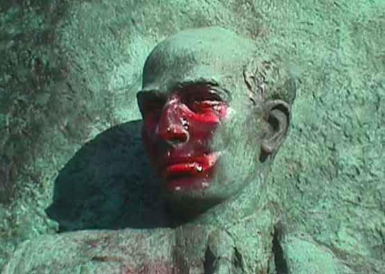 Buenos Airesben piros festékkel lefújták Wallenberg szobrát