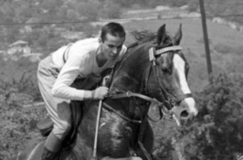 Balczó András lovagol