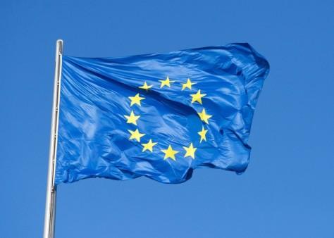 Az EU hivatalos, kereszt nélküli lobogója ma!