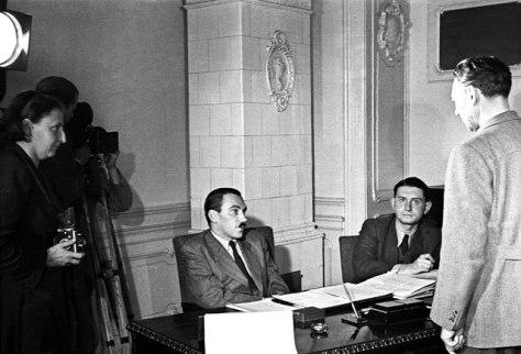 Péter Gábor Kiss Ferenc színművészt vallatja / Fotó: MTI