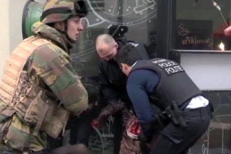 attentat-a-bruxelles-zaventem-direct-des-armes-decouvertes-a-l-aeroport