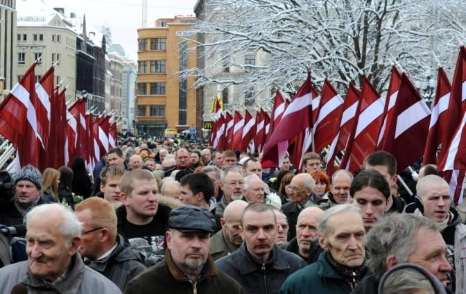 Minden évben sokan ünnepelnek Rigában a Waffen-SS veteránjaival