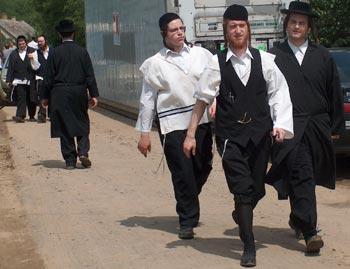 Nyirtasson 2006 óta, Berkowitz szervezésében grasszáló haszid zsidók