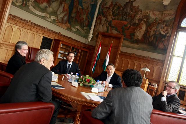 Orbán Viktor mentorával Soros Györggyel a magyar állam érdekeiről tárgyal?