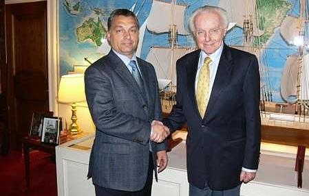 Orbán Viktor egy másik pártfogója, a zsidó Tom Lantos, amerikai képviselővel. Magyar érdekekről tárgyal egy másik állam képviselő rangú politikusával?