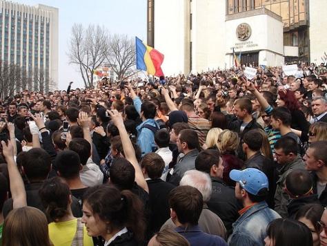 puciul-organizat-de-sri-la-Chisinau11_2009-04-07