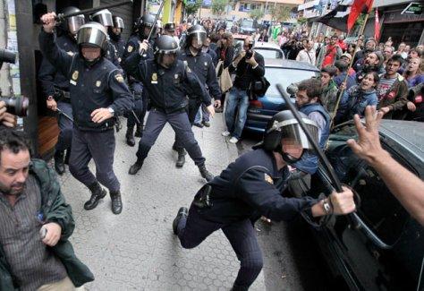 Spanyolok, aztán tüntetnek sztrájkolnak Santiago-ban!