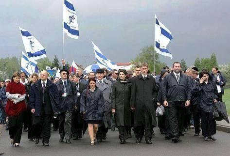 A magyar gyalázókat a PT tagjai között kell keresni!