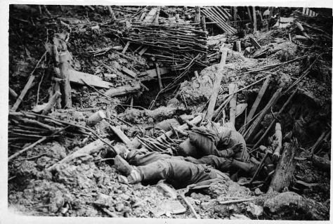 A messines-i csata kezdetén felrobbantott brit aknák által megsemmisített német lövészárok