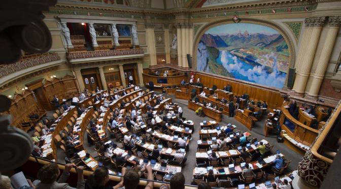 A leszalonnázott állam: A svájci szövetségi adminisztráció (közigazgatás)