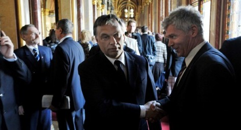 Orbán-Polt-kézfogás