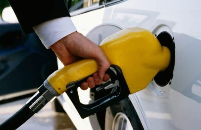 Jelentősen nő az üzemanyagok ára holnaptól – aki teheti még ma tankoljon!
