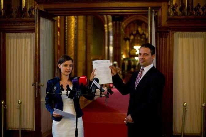 A Jobbik végigperli a fideszes hírhamisító médiabirodalmat