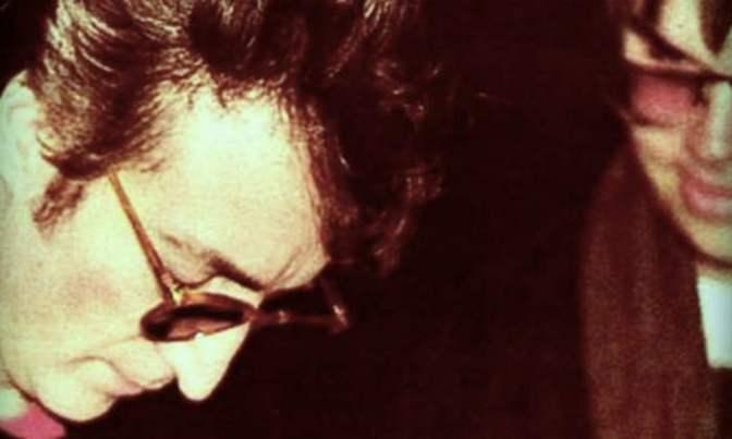 1980. december 8-án a legenda elbúcsúzott – Autogramot kért, majd néhány órával később lelőtte John Lennont