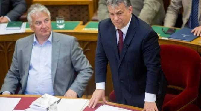 Nem vicc: Orbán Viktor csekket küld – kéri az emberek anyagi támogatását Soros Györggyel szemben