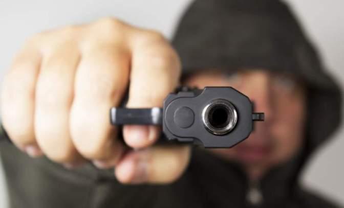 Ki rántott fegyvert a plakátokat védő jobbikosokra? Feljelentést tesz a Jobbik