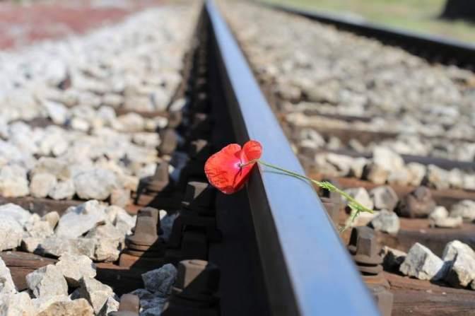 A tegnapi tragédia margójára: HORTON vonat alá ugrott egy nagymama az unokájával