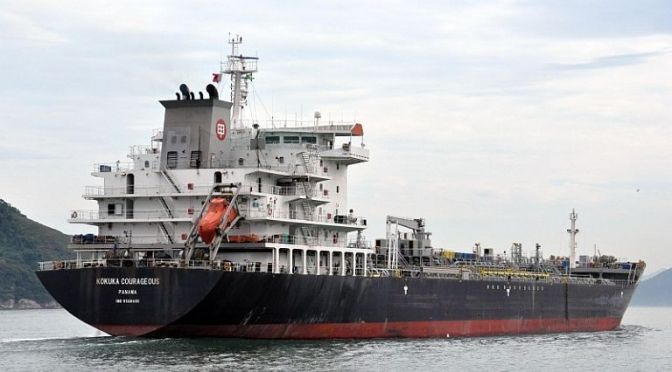 A megsérült japán tartályhajó legénysége repülő tárgyakat észlelt